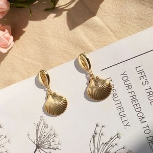 14K Gold Plated Shell Drop Earrings Clam Cowrie